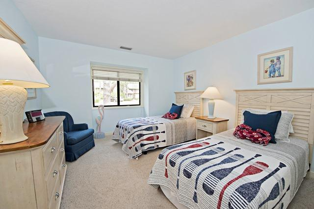 1409-South-Beach-Villas-Twin-Bedroom-513-big.jpg