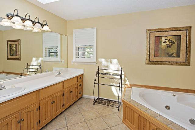 148-North-Sea-Pines-Drive---Master-Bathroom-11491-big.jpg