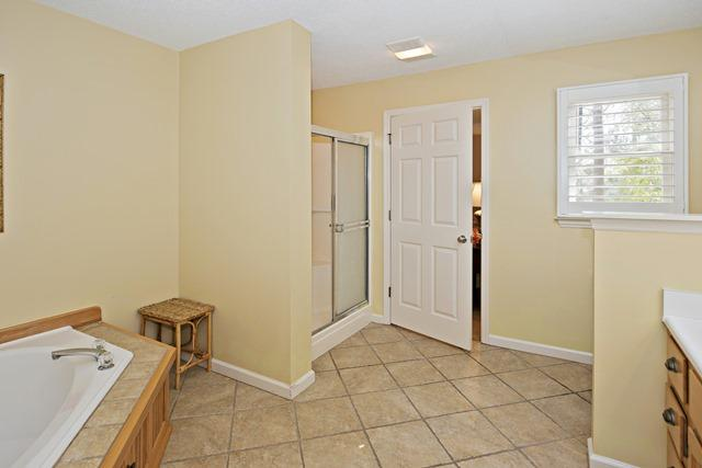 148-North-Sea-Pines-Drive---Second-King-Bathroom-11498-big.jpg