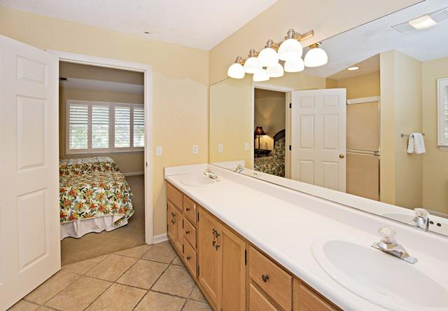 148-North-Sea-Pines-Drive---Twin-Bathroom-11501-big.jpg