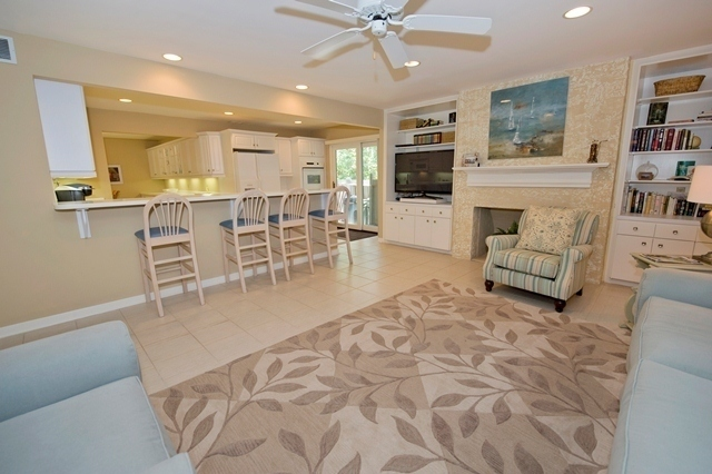 15-South-Beach-Lane----Living-Room-1-7792-big.jpg