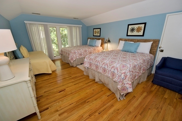 15-South-Beach-Lane---2-Queen-Beds-Bedroom-7817-big.jpg