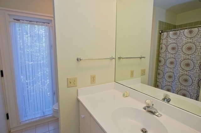 15-South-Beach-Lane---Guest-Bathroom-7819-big.jpg