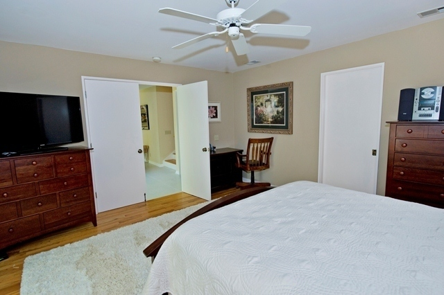 15-South-Beach-Lane---Master-Bedroom-Q-7816-big.jpg