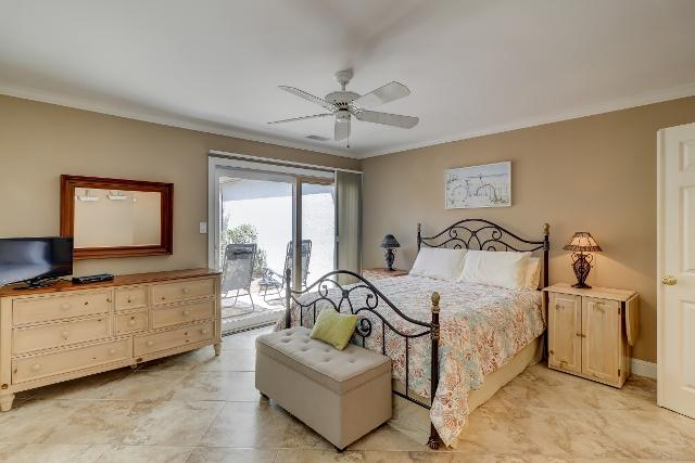 153-Harbourwood-Villa--Master--Bedroom-12349-big.jpg