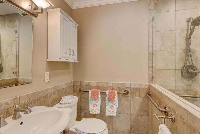 153-Harbourwood-Villa--Master-Bathroom-12350-big.jpg