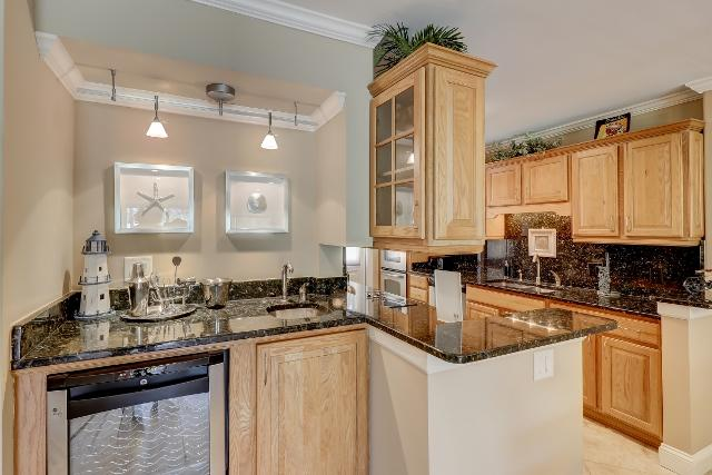 153-Harbourwood-Villa--Wet-bar-12352-big.jpg