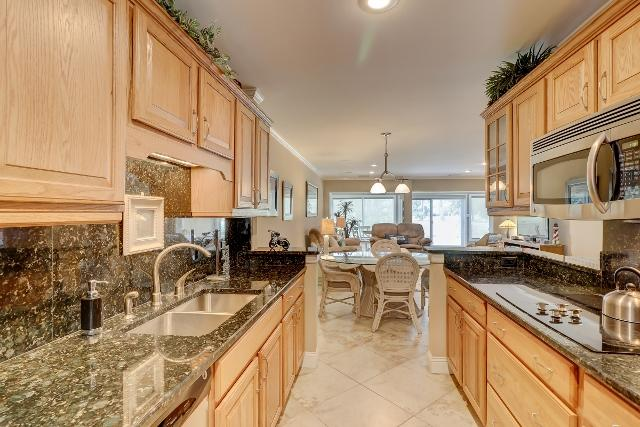 153-Harbourwood-Villa-Kitchen-12346-big.jpg