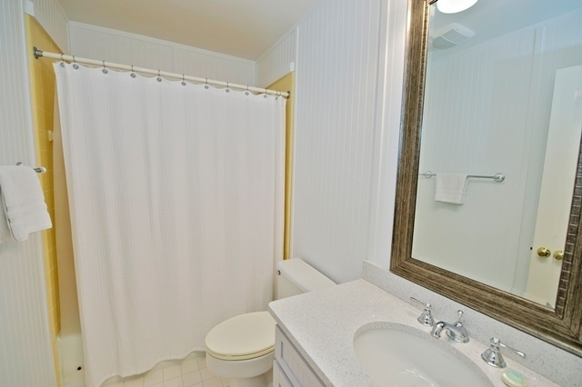 16-Mizzenmast-Court---Bathroom-Twin-8301-big.jpg