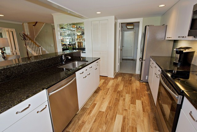 16-Mizzenmast-Court---Kitchen-1951-big.jpg