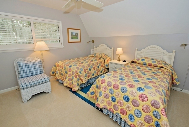 16-Mizzenmast-Court---Twin-Bedroom-1964-big.jpg
