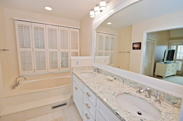 16-Mizzenmast-Court--Master-Bathroom-1-1958-big.jpg