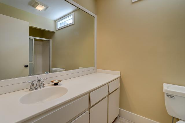 17-Windjammer-Court-Queen-Bathroom-13709-big.jpg
