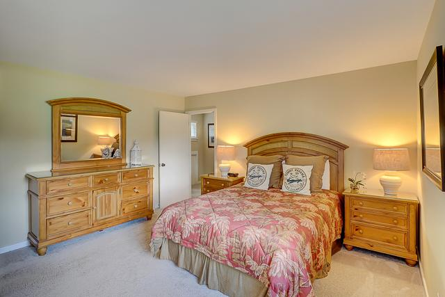17-Windjammer-Court-Queen-Bedroom-13708-big.jpg