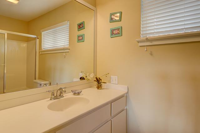 17-Windjammer-Court-Twin-Bathroom-13706-big.jpg