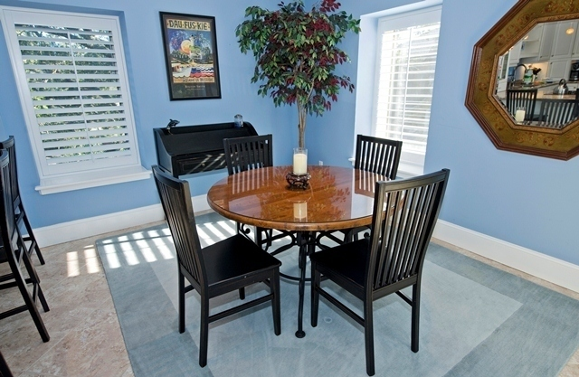 1716-Bluff-Villas---Dining-Room-6925-big.jpg