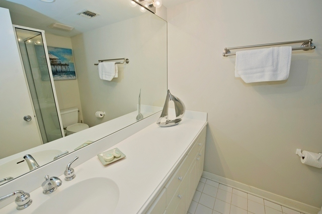 1722-Bluff-Villas---Master-Bathroom-7678-big.jpg