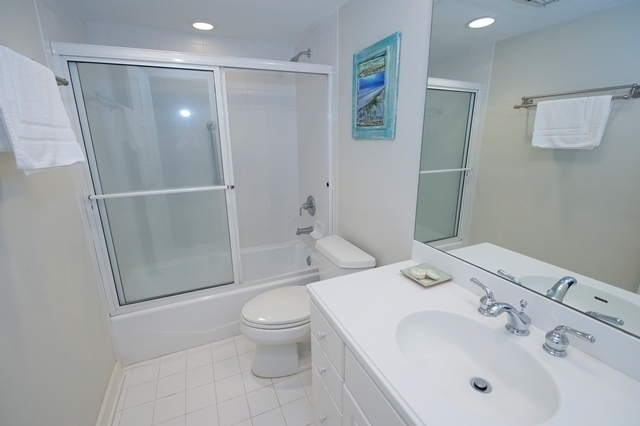 1722-Bluff-Villas--Guest-Bathroom-7680-big.jpg