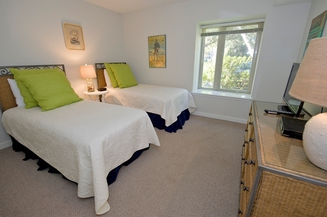 1722-Bluff-Villas--Twin-Bedroom-7679-big.jpg