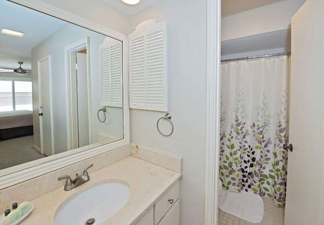 18-Spinnaker-Court---King-Bathroom-9336-big.jpg