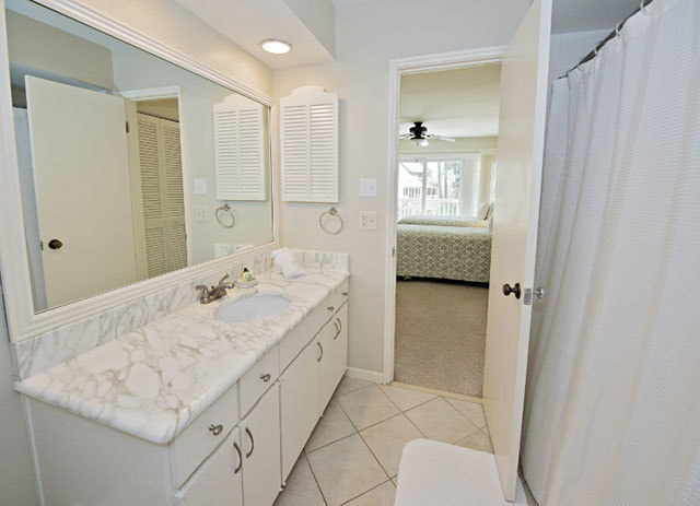 18-Spinnaker-Court---Twin-Bathroom-9338-big.jpg