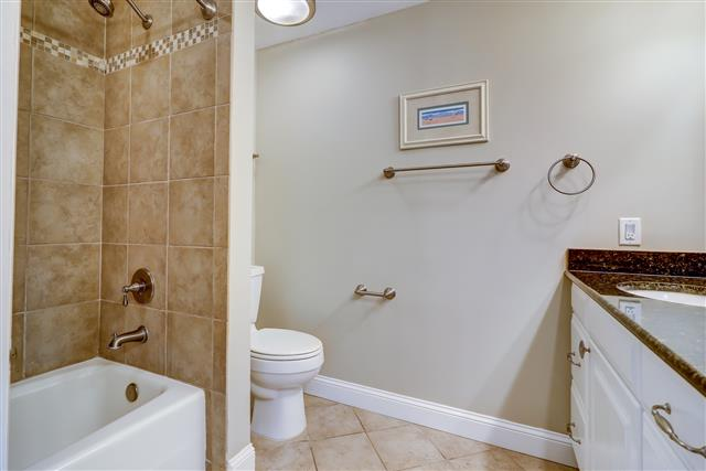 1829-Beachside-Tennis--Master-Bathroom-14255-big.jpg