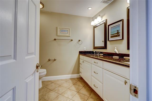 1829-Beachside-Tennis--Master-Bathroom-14258-big.jpg