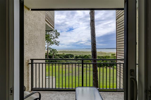 1829-Beachside-Tennis--Master-Bedroom-View-14259-big.jpg