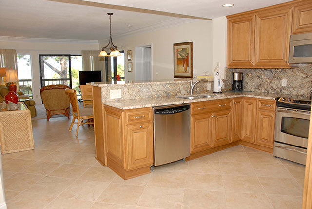 1885-Beachside-Tennis-Kitchen-2-3553-big.JPG