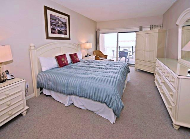 1892-Beachside-Tennis---Master-Bedroom-9952-big.jpg