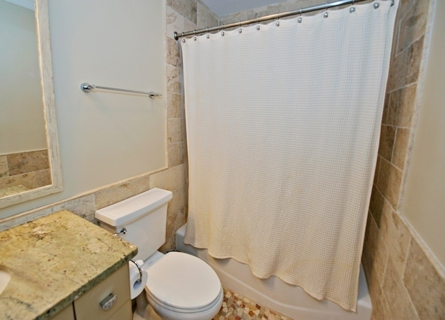 19-Atlantic-Pointe---Queen-Bathroom-8549-big.jpg