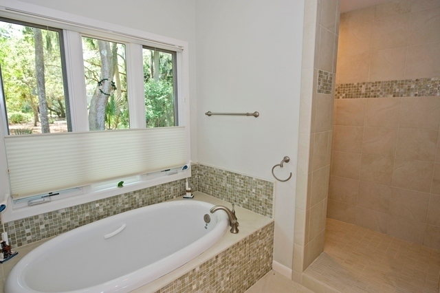 2-Gull-Point---Master-Bath-Sunken-Tub-and-Walk-in-Shower-7549-big.jpg