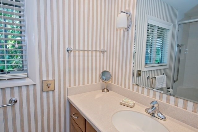 2-Gull-Point---Master-Bathroom-2-7552-big.jpg