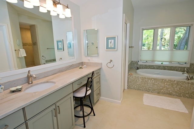 2-Gull-Point---Master-Bathroom-with-Sunken-Tub-7548-big.jpg