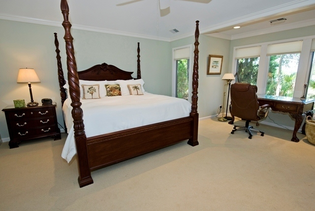 2-Gull-Point---Master-Bedroom-with-Desk-7547-big.jpg