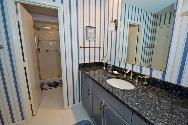 2-Gull-Point---Twin-Bathroom-7554-big.jpg