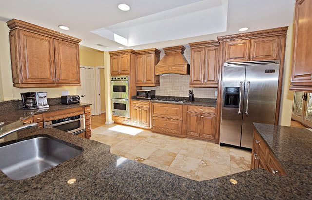 2-West-Beach-Lagoon--Kitchen-9294-big.jpg