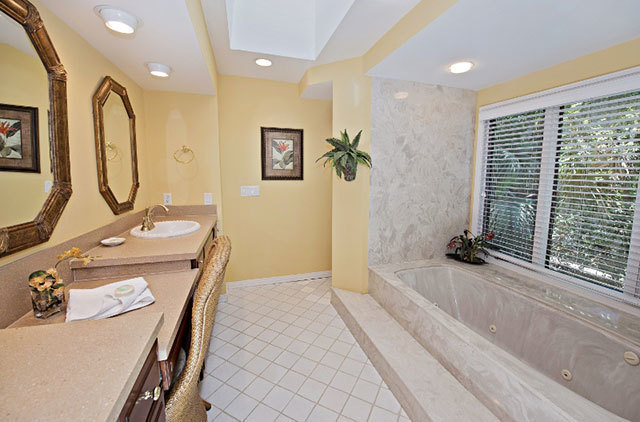 2-West-Beach-Lagoon--Master-Bathroom-9300-big.jpg