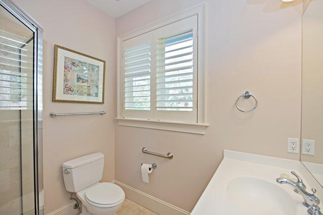 20-Oyster-Catcher---2nd-King-Bathroom-11183-big.jpg