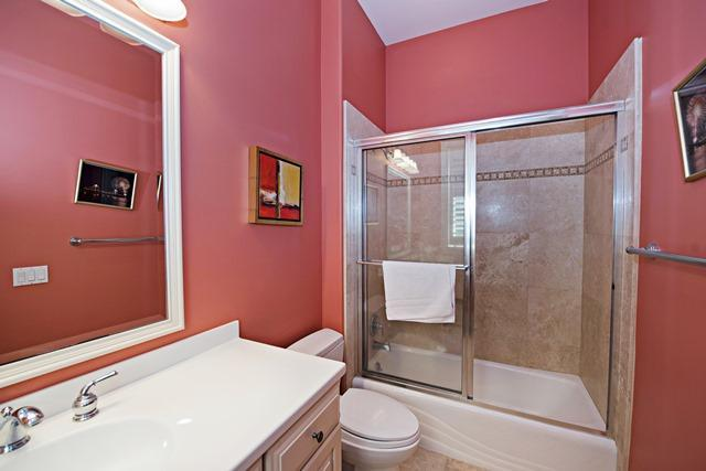 20-Oyster-Catcher---Twin-Bathroom-11189-big.jpg