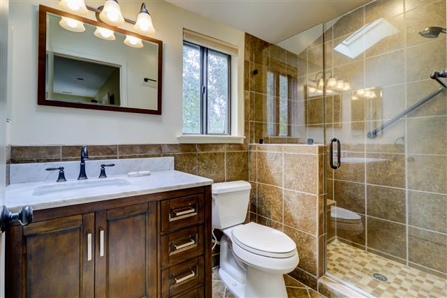 20-Ruddy-Turnstone-----Master-Bathroom-15515-big.jpg