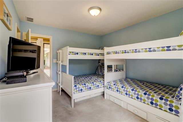 20-Ruddy-Turnstone---Guest-Bedroom-with-Bunk-Beds-15520-big.jpg