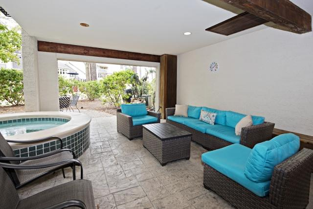 20-Spinnaker-Court---Outdoor-Lounge-and-Spa-10143-big.jpg