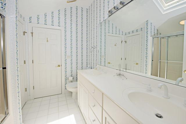 20-Windjammer-Court---2nd-Floor-Bathroom-10913-big.jpg