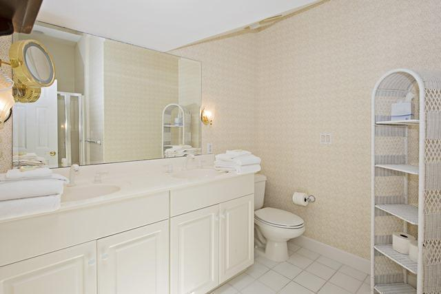 20-Windjammer-Court---3rd-Floor-Queen-Bathroom-10917-big.jpg