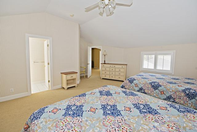20-Windjammer-Court--3rd-Floor-Queen-Bedroom-10916-big.jpg