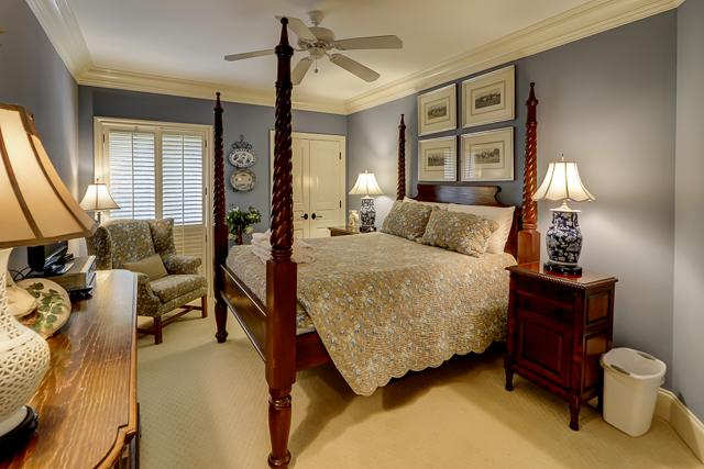2001-Turtle-Lane-Queen-Bedroom-4581-big.JPG