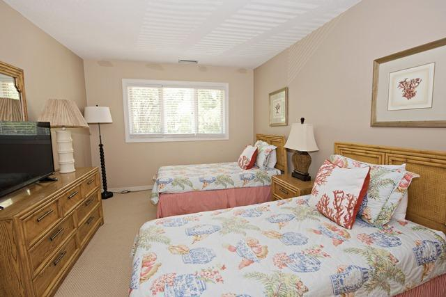 21-Turtle-Lane----2nd-Twin-Bedroom-10413-big.jpg