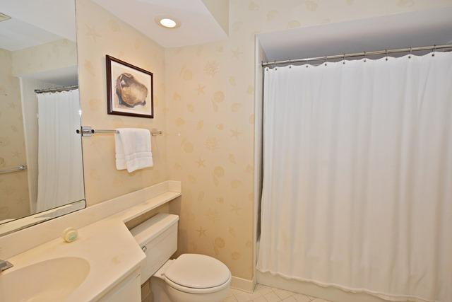 21-Turtle-Lane---2nd-and-3rd-Twin-Bathroom-10412-big.jpg