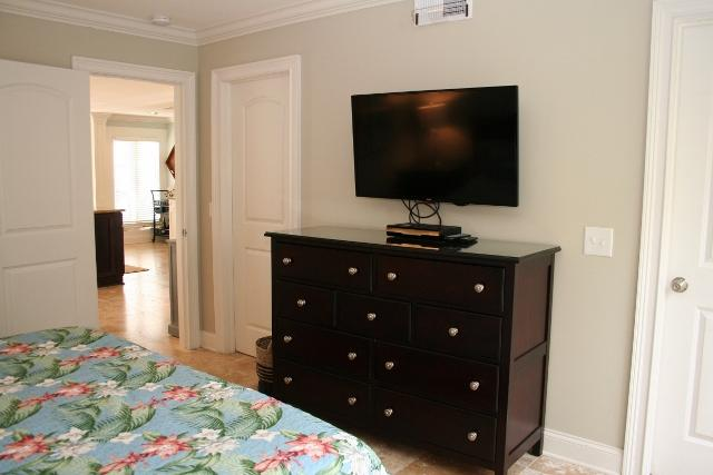 210-Twin-Oaks--King-Bedroom-12128-big.jpg